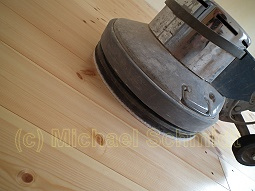 Dielenboden ölen - Tellerschleifmaschine