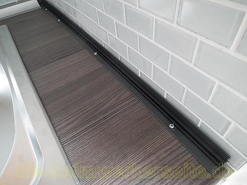 Küchenabschlussleisten auf Arbeitsplatte befestigen. › die-heimwerkerseite.de