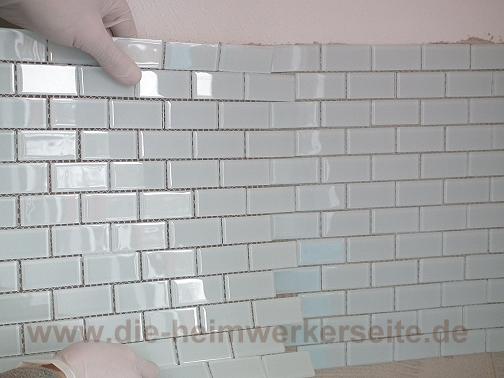 Glasmosaik Fliesenspiegel verlegen › die-heimwerkerseite.de