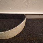 Teppichstreifen mit Teppichsockel.